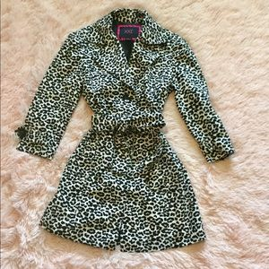 Ladies Black, White and Light Gray Leopard Jacket!